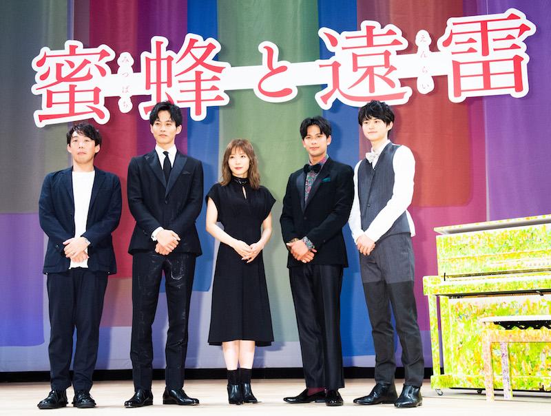 石川慶、松坂桃李、松岡茉優、森崎ウィン、鈴鹿央士