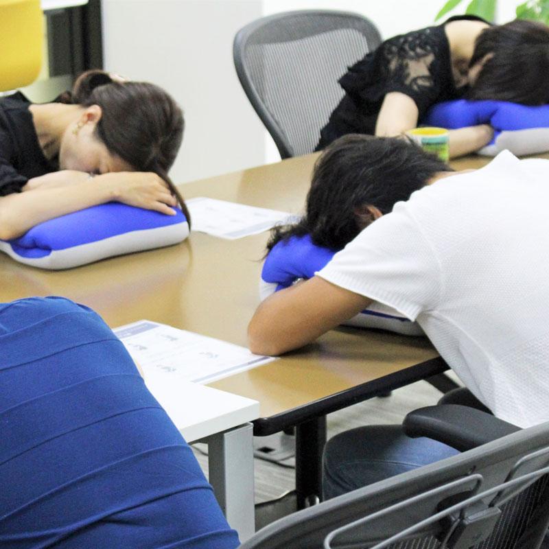 「ネスカフェ 睡眠カフェ×ゼロジム 出張眠らせ隊」の様子