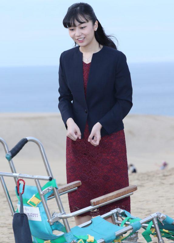 佳子さま9月28日に鳥取砂丘を訪問された様子