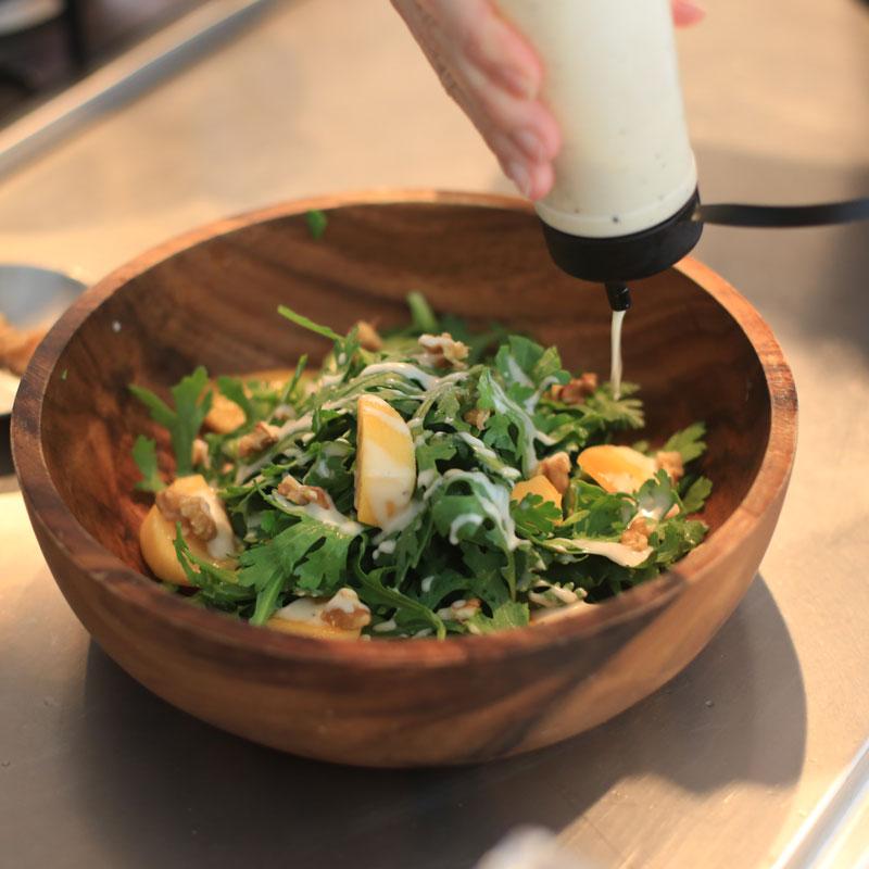市橋有里がレシピ考案した免疫力アップの「秋のシーザーサラダ」