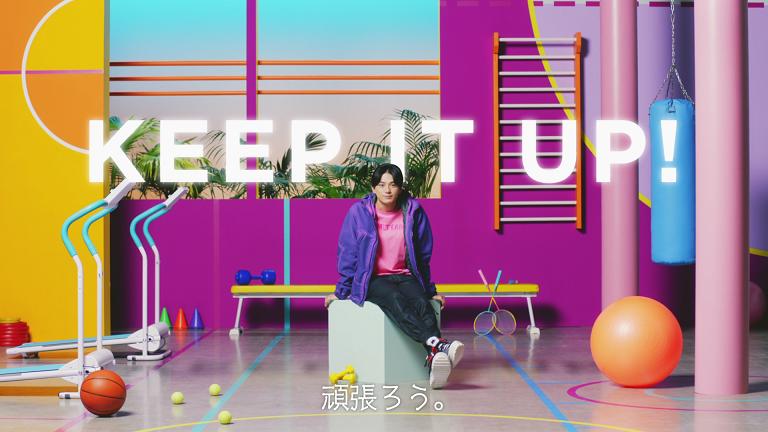 明治のウェブ動画「日替り美トレアドバイス」に出演する新田真剣佑