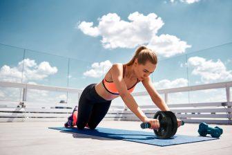 進化した最新「腹筋ローラー」!腰や腕を刺激する初心者にもおすすめの使い方を解説【美容賢者の…