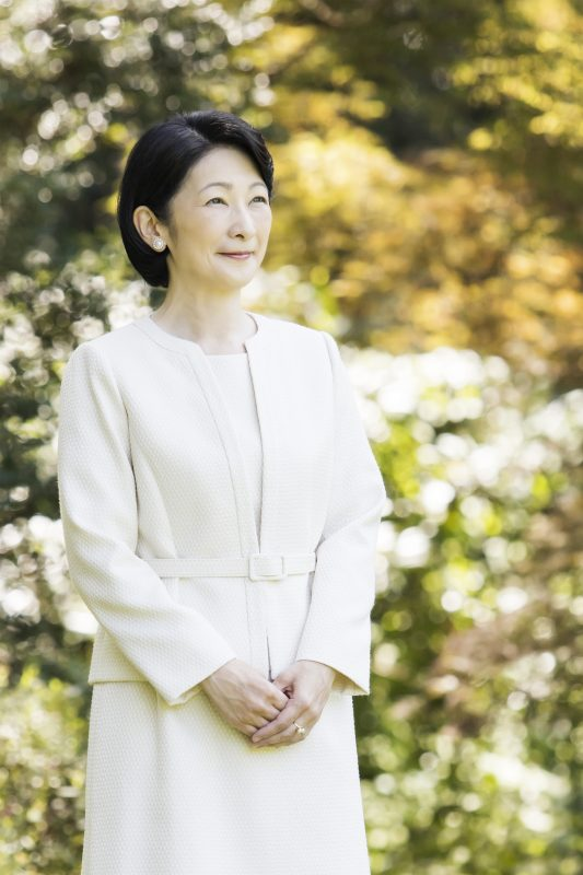8月29日、東京都港区の赤坂御用地にて秋篠宮邸の庭を散策される紀子さま