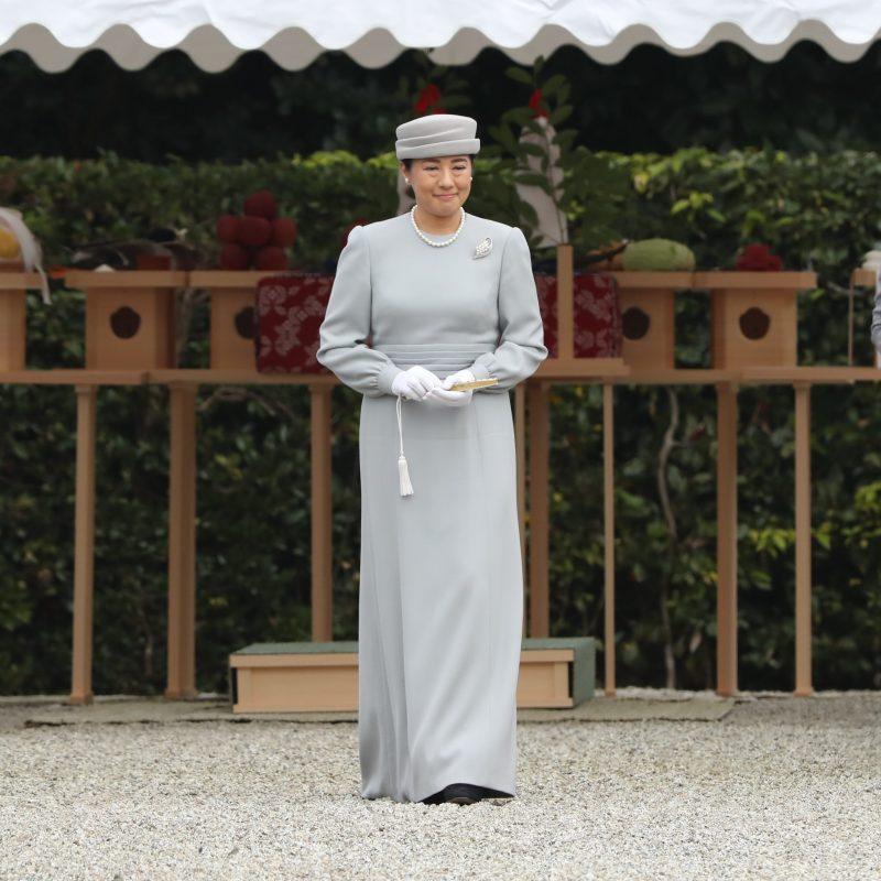 11月27日天皇陵の前に進まれ参拝する雅子さま
