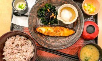 内臓脂肪を食事で落とす食べ方|6つのルールとおすすめ「1975年の和食」とは?