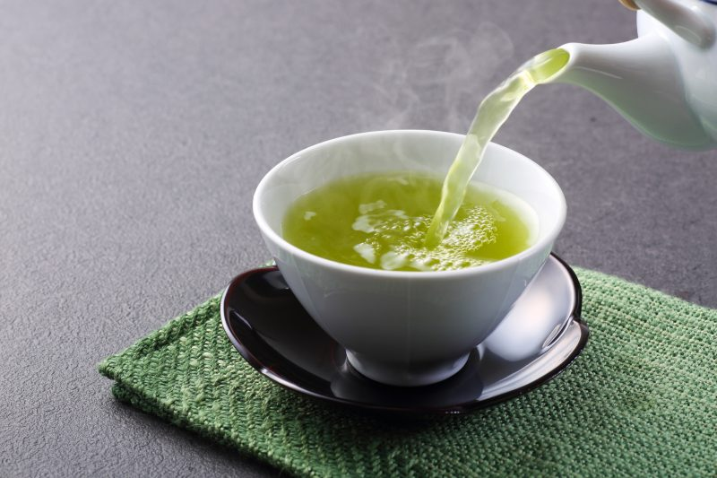 緑茶が注がれている