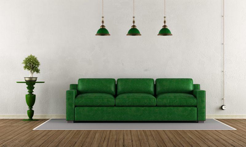 ソファやランプシェードなど緑色で統一されたリビング
