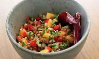 柿が鉄分吸収をサポート!生理不順に「レンズ豆と柿のサラダ」【市橋有里の美レシピ】