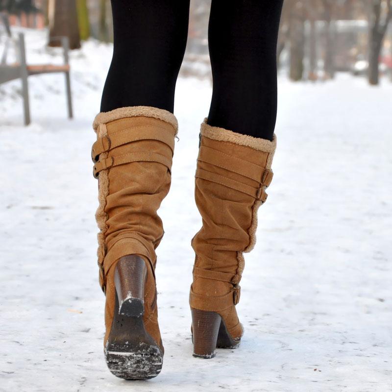 女性のブーツ姿