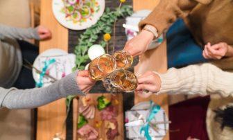 【30秒心理テスト】なぜ飲み会で食べすぎる?その理由とタイプ別の対策を診断!