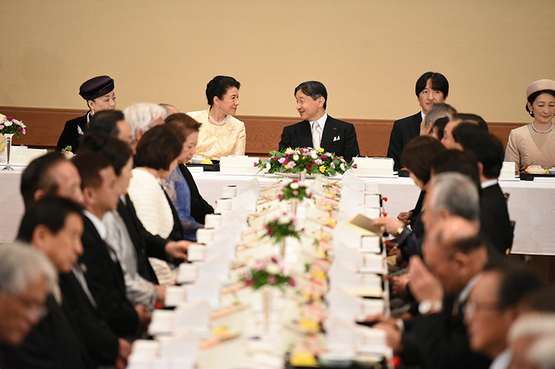 10月25日 饗宴の儀にて天皇と会話を交わされる雅子さま