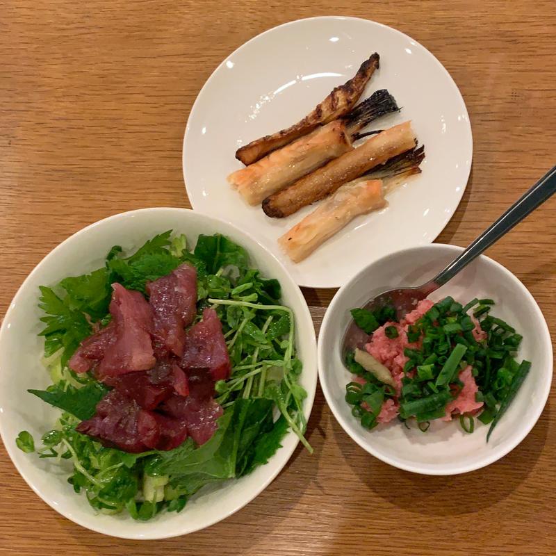 焼き魚、刺し身などの料理