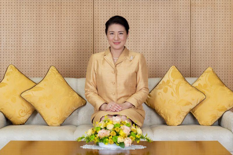 12月3日東京・赤坂御所にてソファに座られる雅子さま