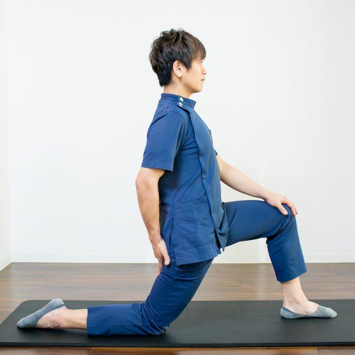 腸腰筋ストレッチのやり方1
