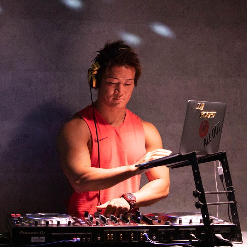 PLAYGROUNDインストラクターのDJ YOSHIさん