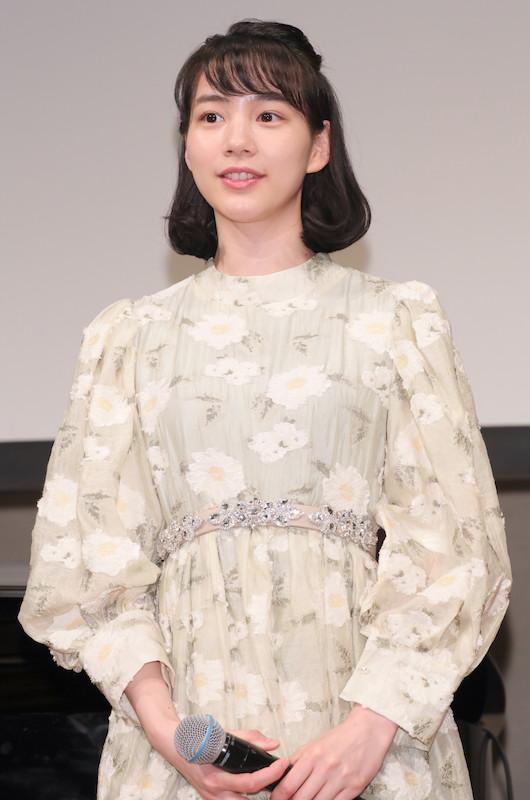 コーデ 橋本 環 奈 ファッション