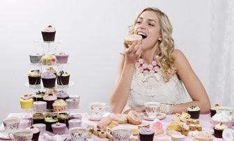 その食欲、栄養不足が原因? 甘い物、焼肉、揚げ物…食べたくなる理由を知って食べすぎ予防!