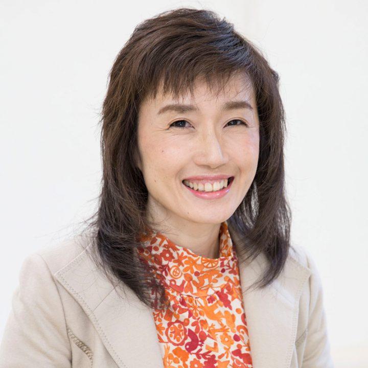 菊池真由子先生の笑顔のプロフィール写真