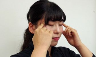肩こり・頭痛・むくみの原因は目!?たった3分でできる眼精疲労マッサージ