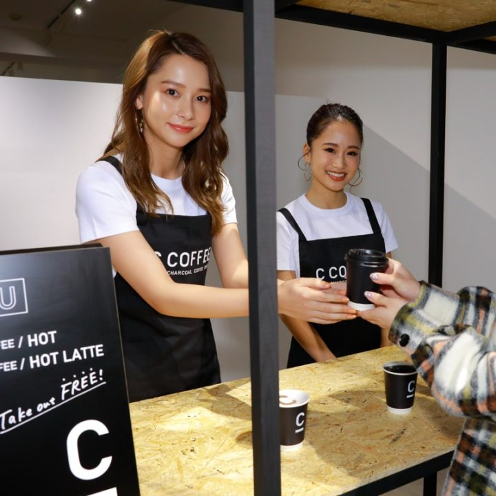 『C COFFEE』発表会に登場したNikiと田辺莉咲子