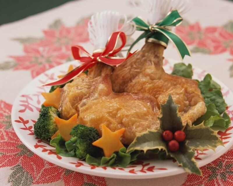 ローストビーフにクリスマスの飾りつけがされている