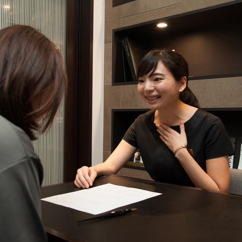 ライザップ神宮前店カウンセラーで管理栄養士の武田亜美さんに相談するA子