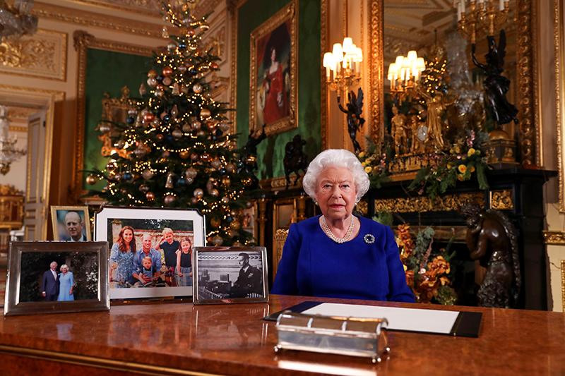 クリスマスメッセージを送るエリザベス女王