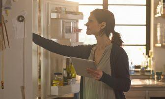"""ダイエット中の食べすぎ防止に""""痩せる冷蔵庫""""作り!減量中に常備すべき食材は?"""