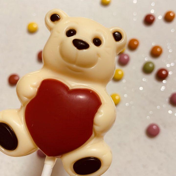ハートを持ったクマのチョコレート