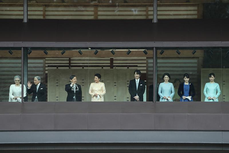 上皇上皇后両陛下、天皇皇后両陛下、秋篠宮家のみなさまが新年一般参賀にお出ましになっている