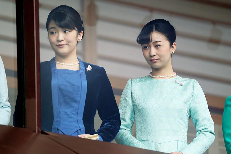 眞子さま、佳子さまが並んで微笑んでいらっしゃる