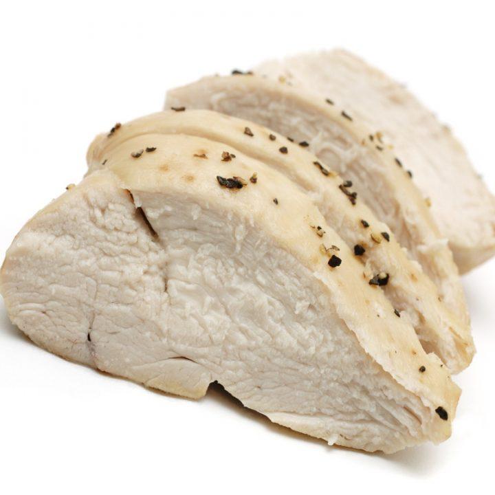 火を入れた鶏むね肉