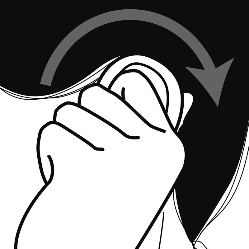 指と人差し指で耳全体を覆うようにつかんだイラスト