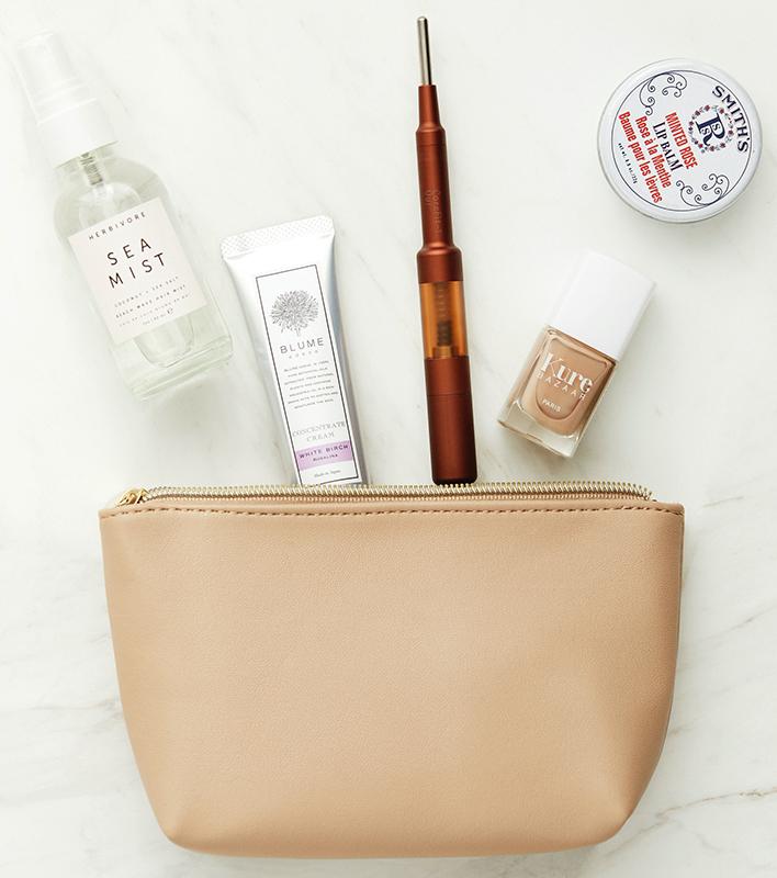 化粧ポーチとペン型美顔器、ミスト、ハンドクリーム、ネイル
