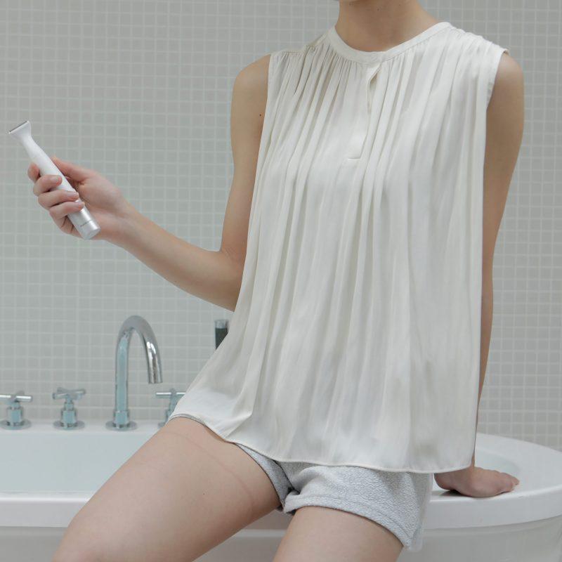 パナソニック『VIOフェリエ ES-WV60』をお風呂で使用している女性