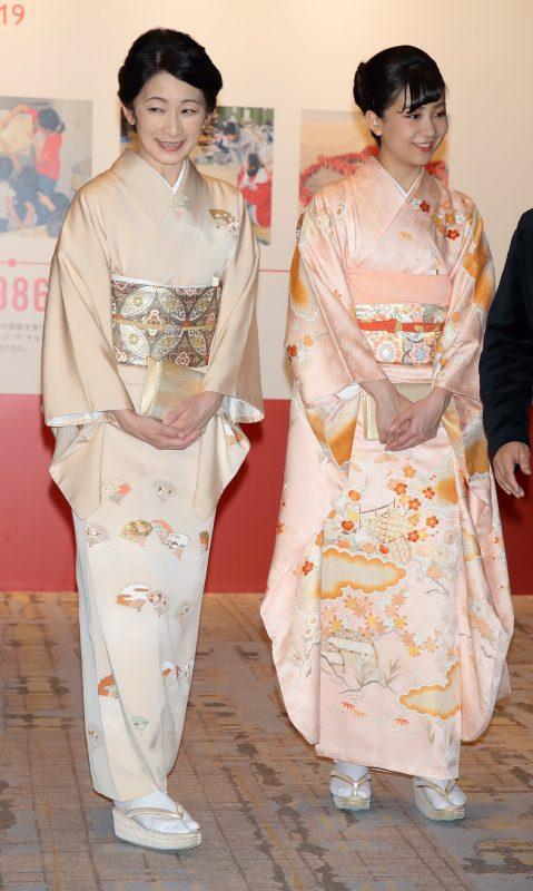 母・紀子さまとともに国際非政府組織(NGO)『セーブ・ザ・チルドレン』設立100年を記念するチャリティーディナーにご出席された佳子さま