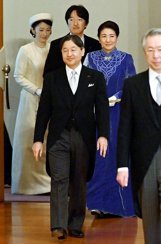 今年初となる宮中行事にのぞまれた天皇皇后両陛下と秋篠宮ご夫妻