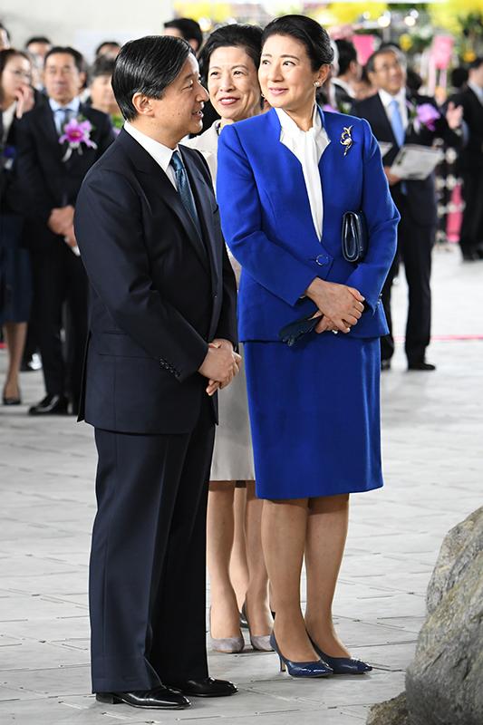 世界らん展2020-花と緑の祭典-にご参加された、スーツ姿の天皇陛下とロイヤルブルーのスーツ姿の雅子さま