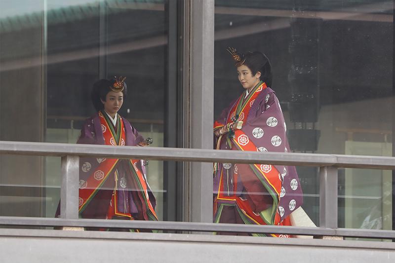 「即位礼正殿の儀」での、眞子さまと佳子さま