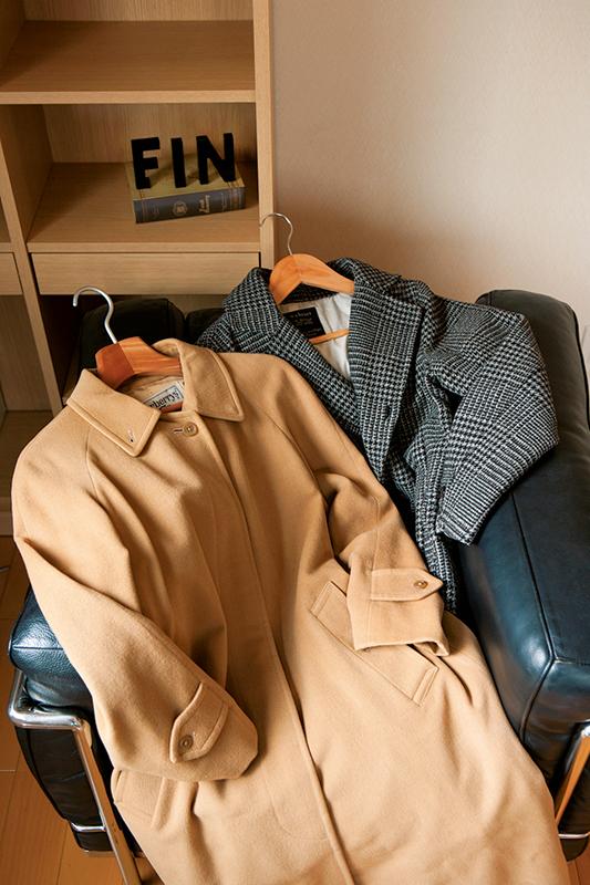 コートが2着並んでいる