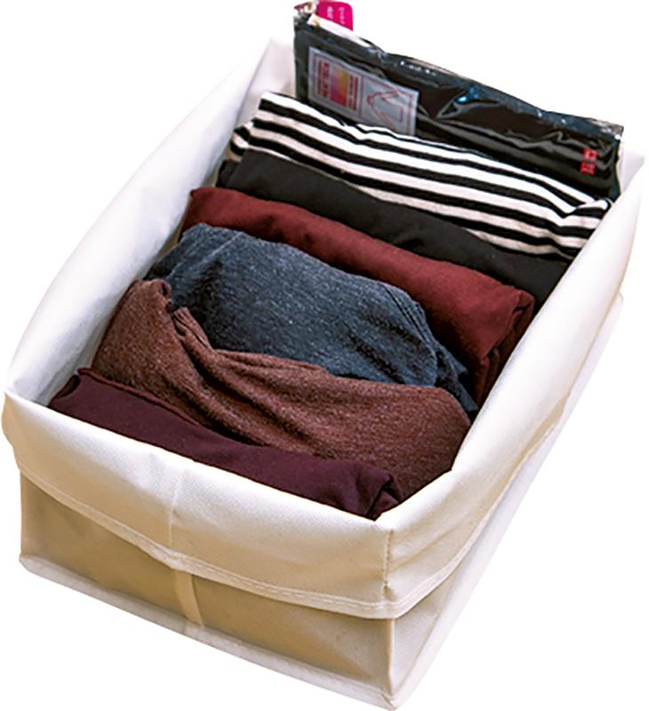 仕切ボックスに洋服が畳まれている