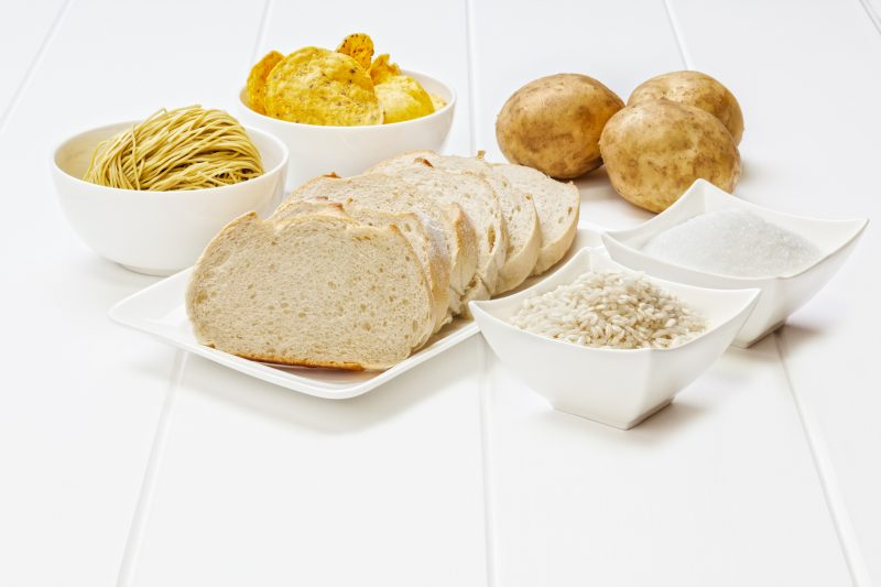 お米やパン、麺など炭水化物が並んでいる
