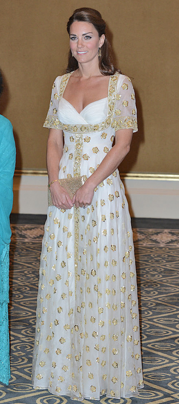 2012年9月「マレーシア訪問」で白いドレスを着たキャサリン妃