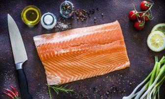 鮭・サーモンの簡単レシピ17選まとめ たんぱく質豊富で糖質オフダイエットの味方に!