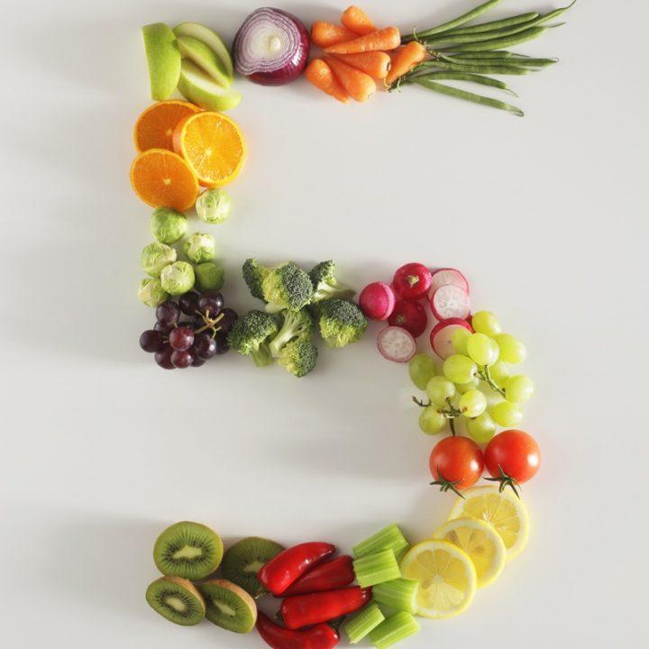 果物と野菜で描かれた数字の5