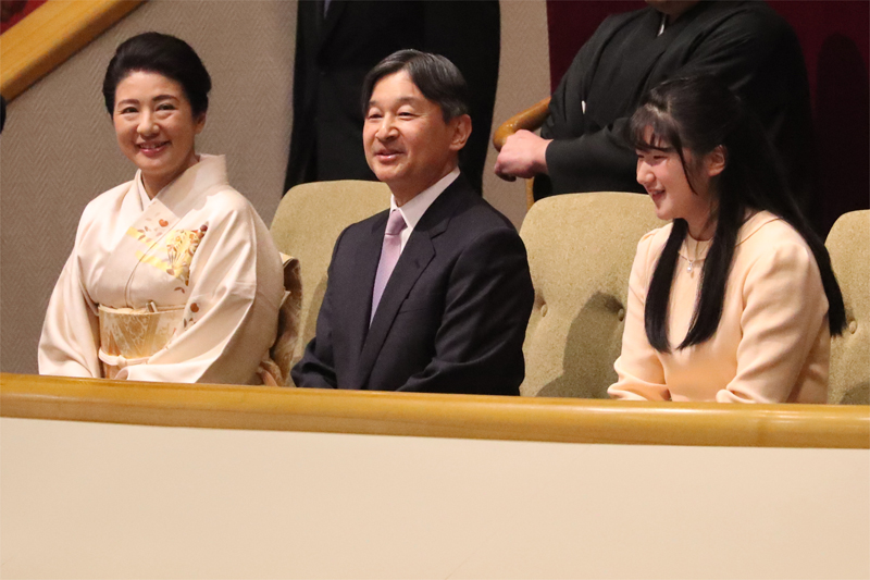 大相撲初場所をご観覧になられた天皇陛下、雅子さま、愛子さま