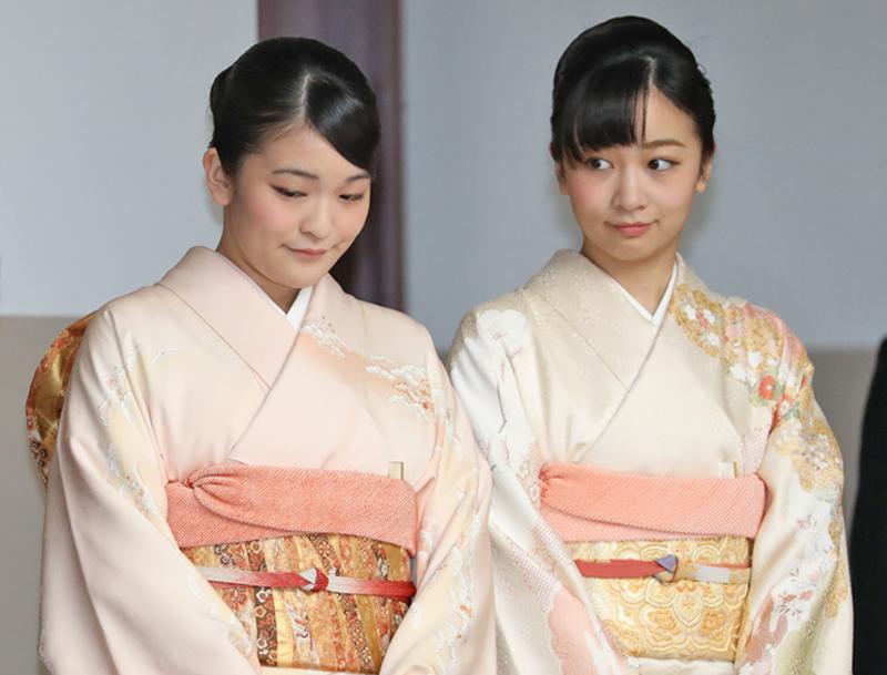 天皇陛下の『即位30周年記念雅楽の演奏会』にご出席された、眞子さまと佳子さま
