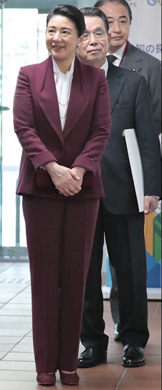2020年2月「世界らん展2020」でボルドーのスーツをお召しになる雅子さま