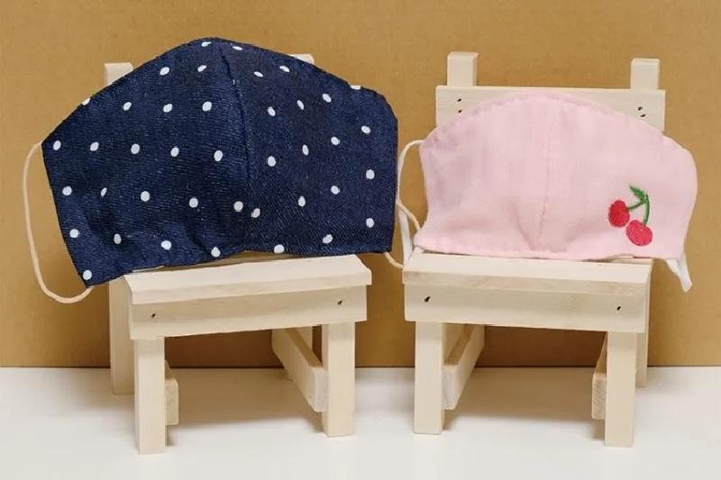 水玉の手作り立体マスクとピンク生地にさくらんぼを刺繍した手作り立体マスク