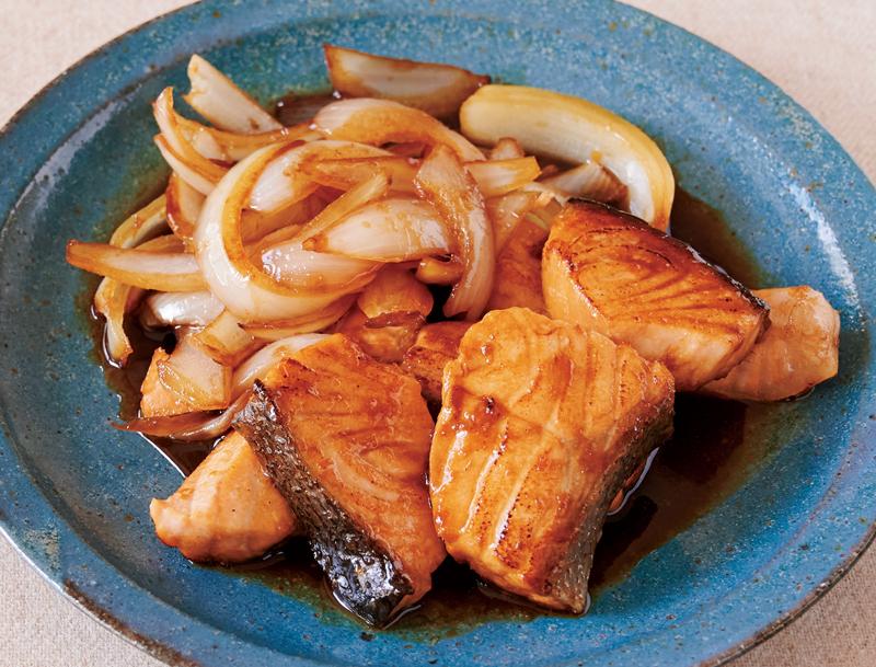 鮭のしょうが焼きが器に盛り付けられている